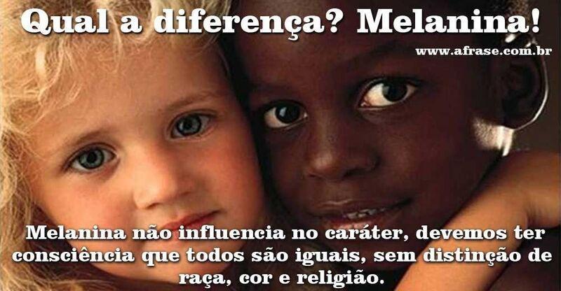 Crianças branca e negra, dia nacional da consciência negra.